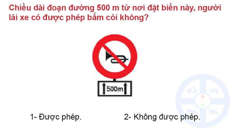 Chiều dài đoạn đường 500 m từ nơi đặt biển này, người lái xe có được phép bấm còi không?